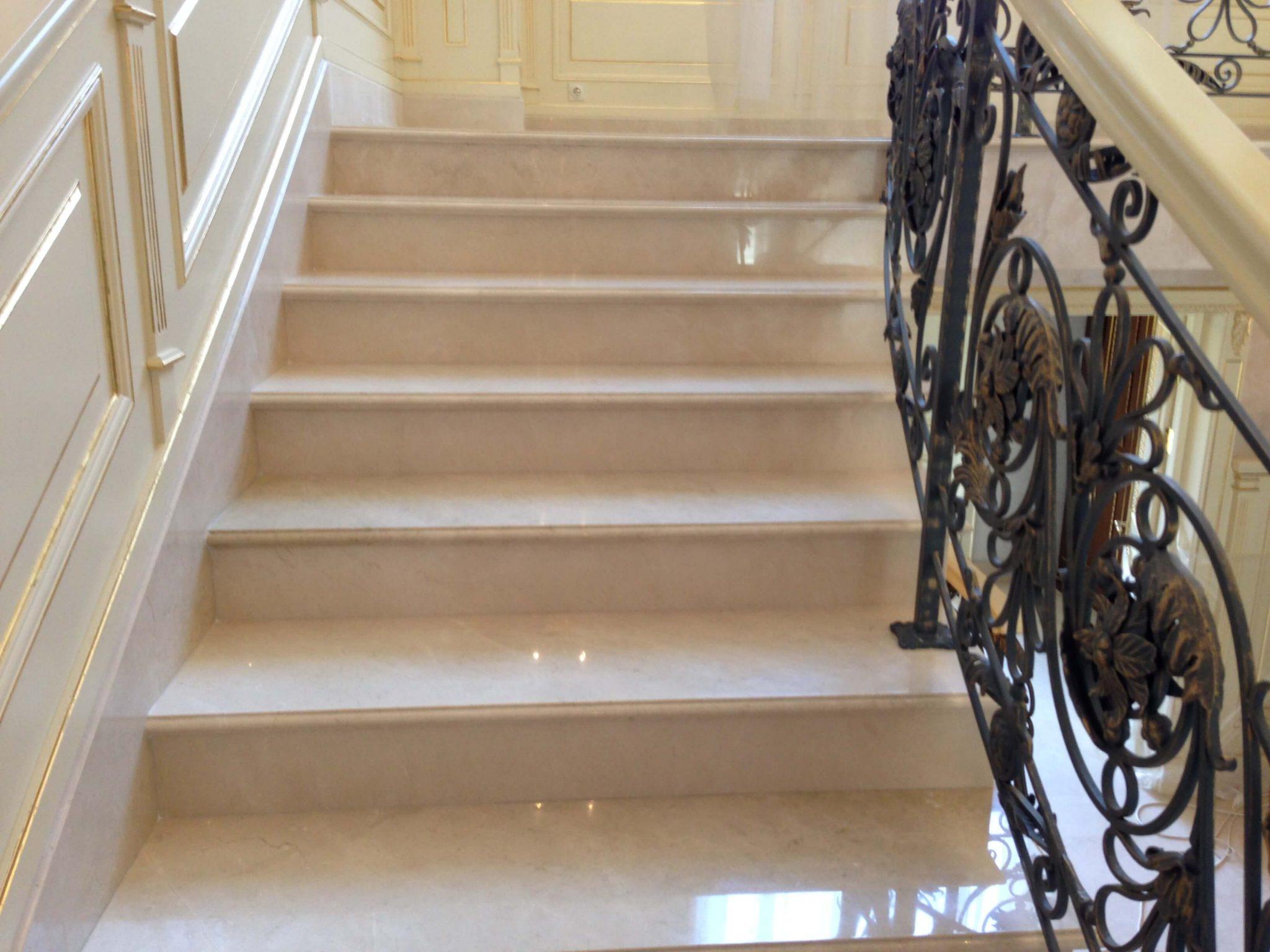 полировка мраморной лестницы