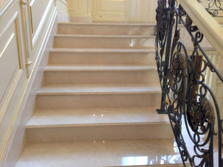 полировка лестницы из мрамора