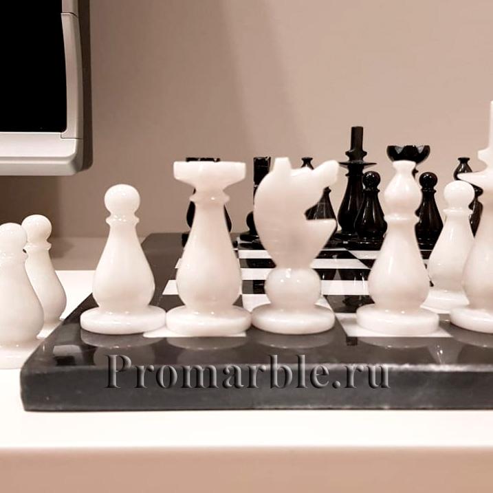 шахматные фигуры из мрамора